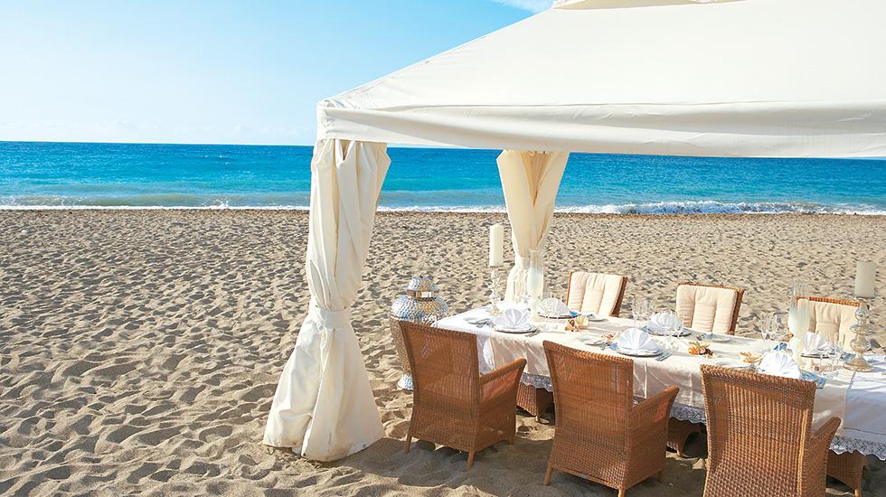 hotel_beach_lunch